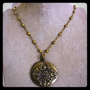 Jewelry - Floral medallion necklace